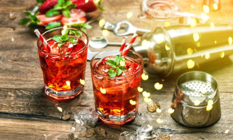 Red drink Aperitif mojito caipirinha juice